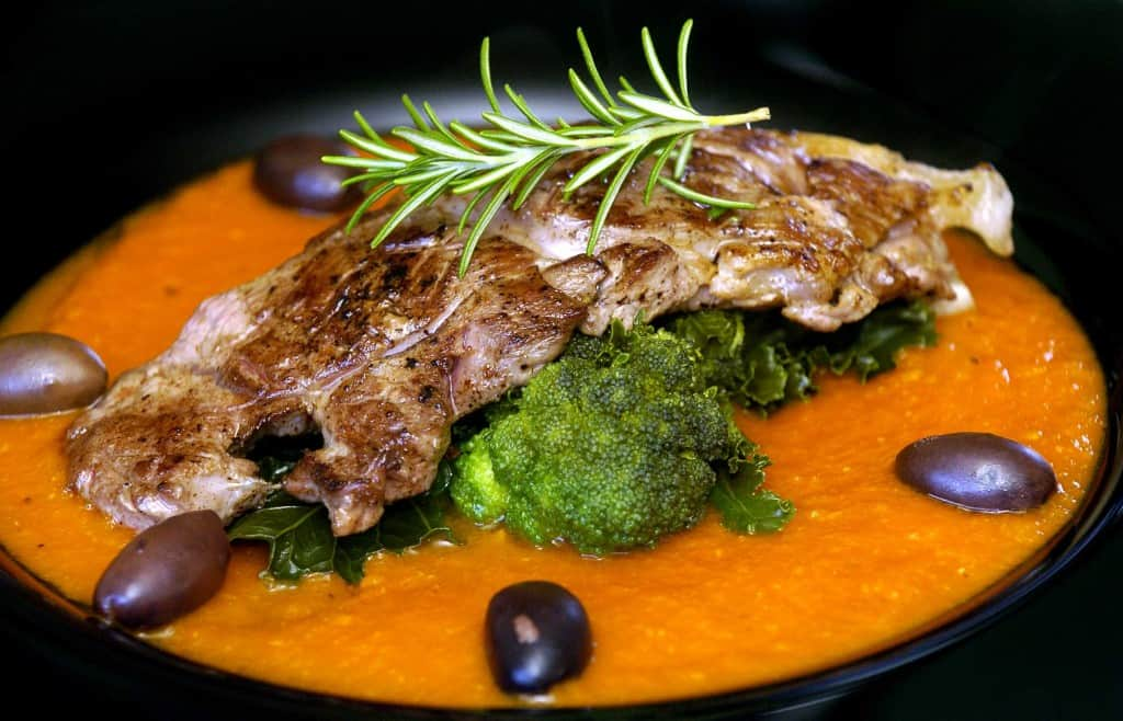 lamb-fillet-with-tomato-and-rosemary